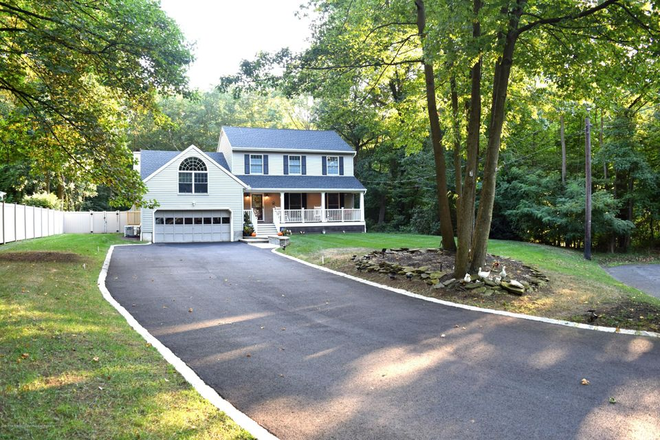 Casa Unifamiliar por un Venta en 37 Twin Oak Avenue 37 Twin Oak Avenue New Monmouth, Nueva Jersey 07748 Estados Unidos