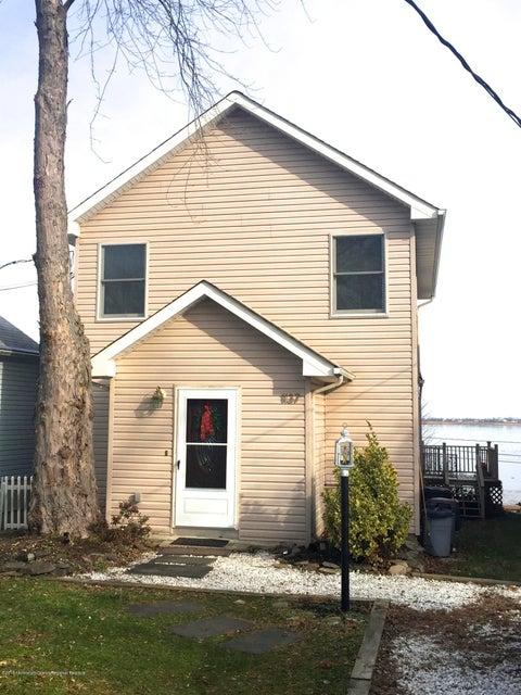 Casa Unifamiliar por un Alquiler en 1137 Woodmere Drive 1137 Woodmere Drive Cliffwood Beach, Nueva Jersey 07735 Estados Unidos