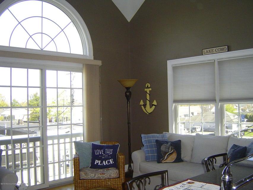 独户住宅 为 销售 在 1713 Main Street 1713 Main Street 科摩湖, 新泽西州 07719 美国