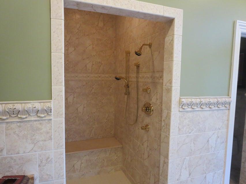 236 Master WI Shower