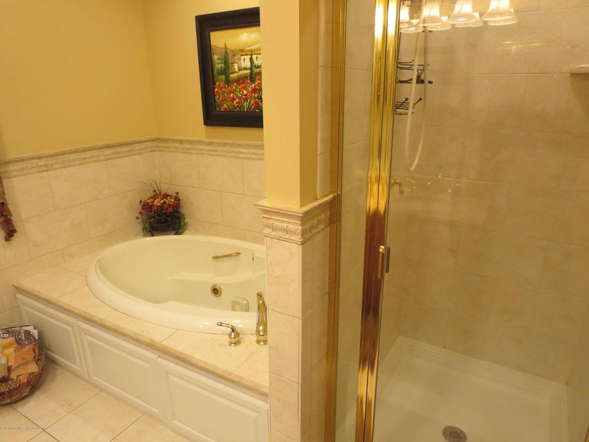 236  2nd F Bath Jazz Tub