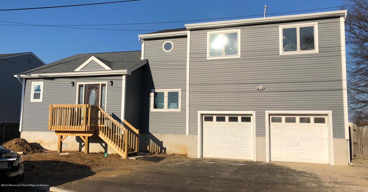 独户住宅 为 销售 在 807 10th Street 807 10th Street 尤宁海滩, 新泽西州 07735 美国