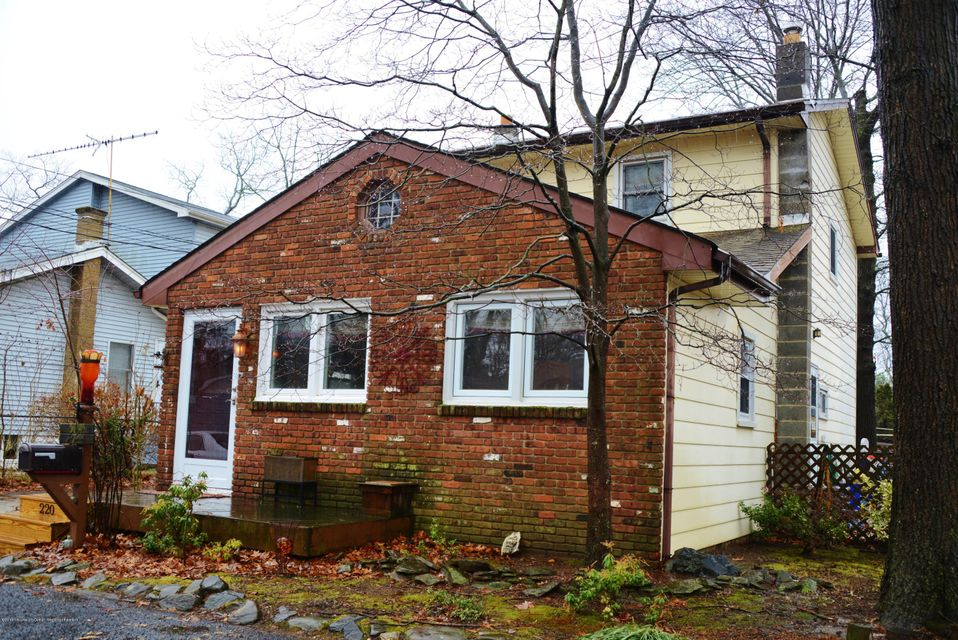Single Family Home for Rent at 220 Fernhead Avenue 220 Fernhead Avenue Monroe, New Jersey 08831 United States
