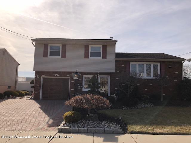 Maison unifamiliale pour l Vente à 41 Patrick Street 41 Patrick Street Middlesex, New Jersey 08846 États-Unis