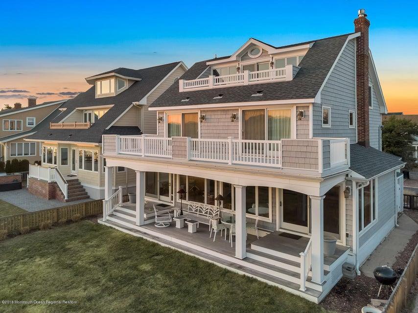 独户住宅 为 销售 在 216 Roosevelt Avenue 216 Roosevelt Avenue Avon, 新泽西州 07717 美国