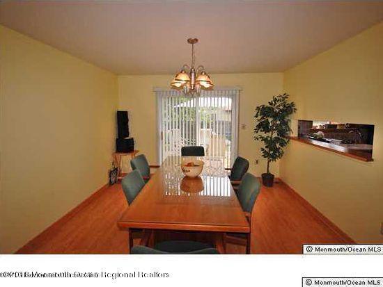 Casa Unifamiliar por un Alquiler en 1 Meadow Court 1 Meadow Court Hazlet, Nueva Jersey 07730 Estados Unidos