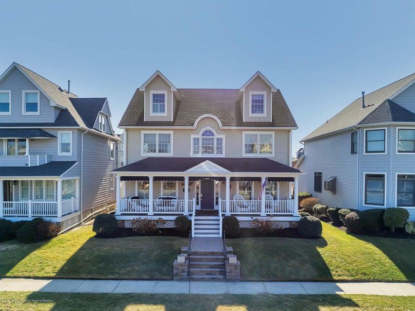 Vivienda unifamiliar por un Venta en 105 Woodland Avenue 105 Woodland Avenue Avon, Nueva Jersey 07717 Estados Unidos
