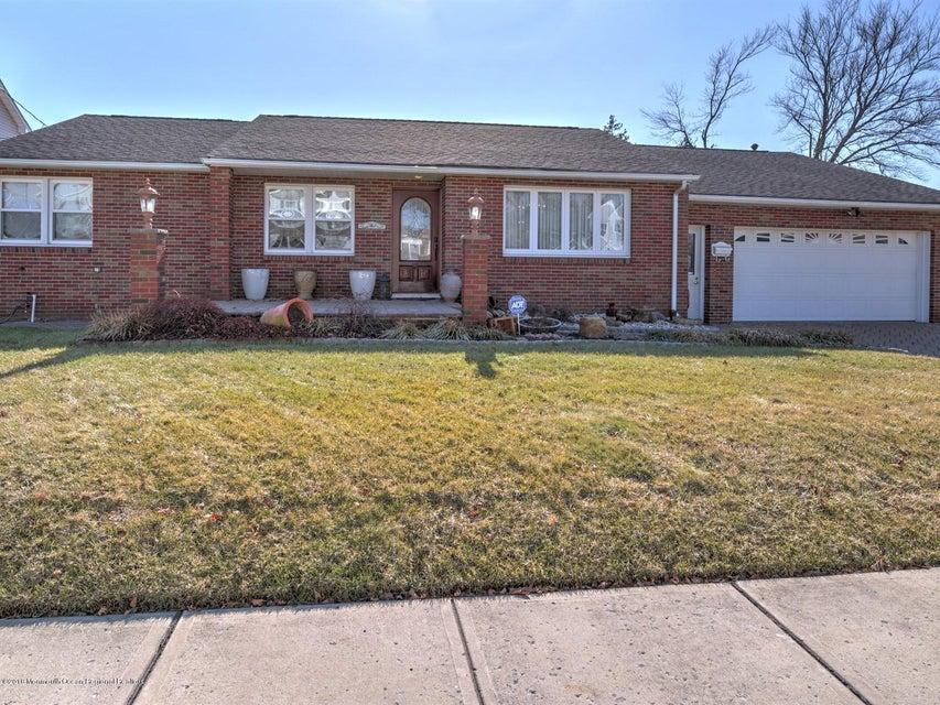 一戸建て のために 売買 アット 11 Wilmot Street 11 Wilmot Street East Brunswick Township, ニュージャージー 08816 アメリカ合衆国