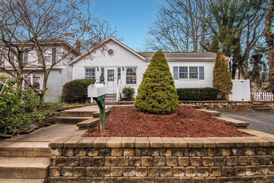 獨棟家庭住宅 為 出售 在 7 Raritan Avenue 7 Raritan Avenue Leonardo, 新澤西州 07737 美國