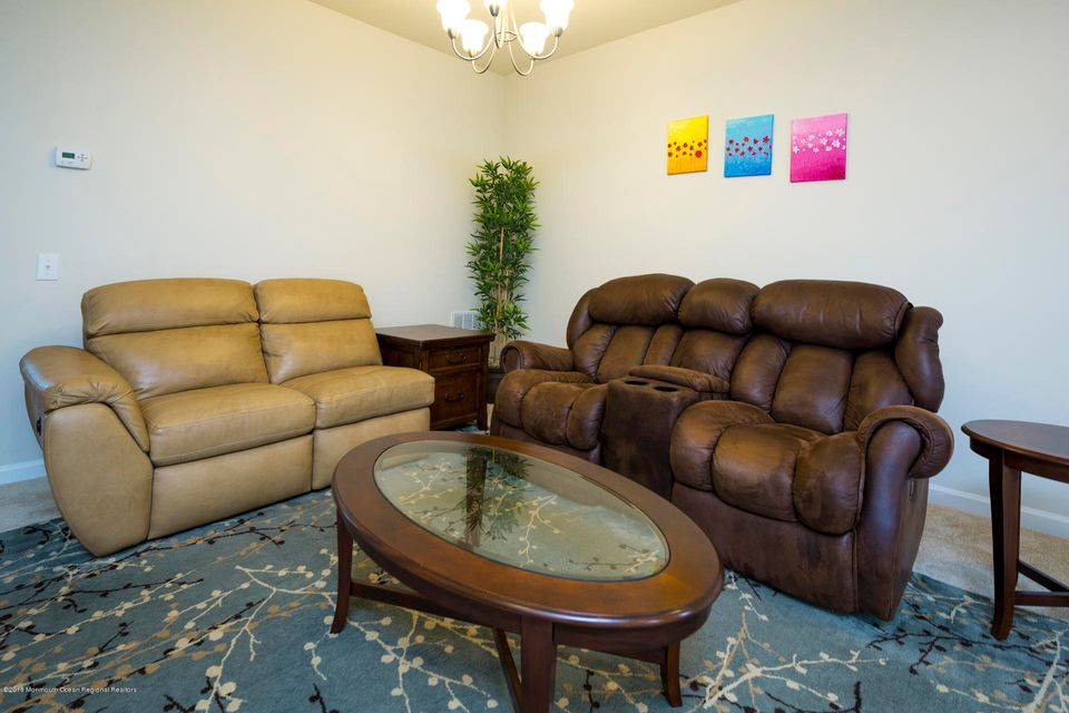 Additional photo for property listing at 137 Waypoint Drive 137 Waypoint Drive 伊顿敦, 新泽西州 07724 美国