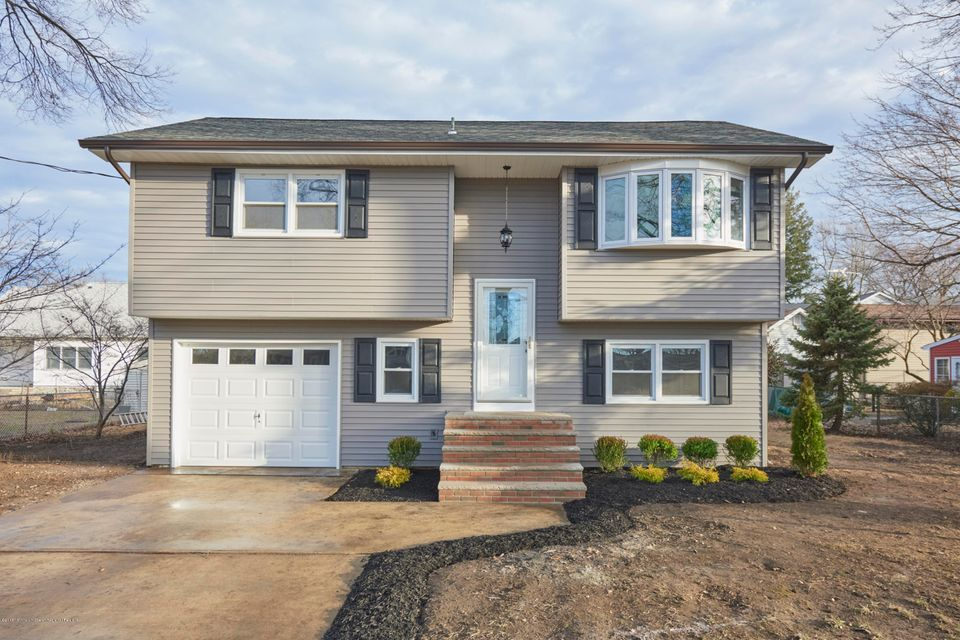 Частный односемейный дом для того Продажа на 7 Carolina Avenue 7 Carolina Avenue Port Monmouth, Нью-Джерси 07758 Соединенные Штаты