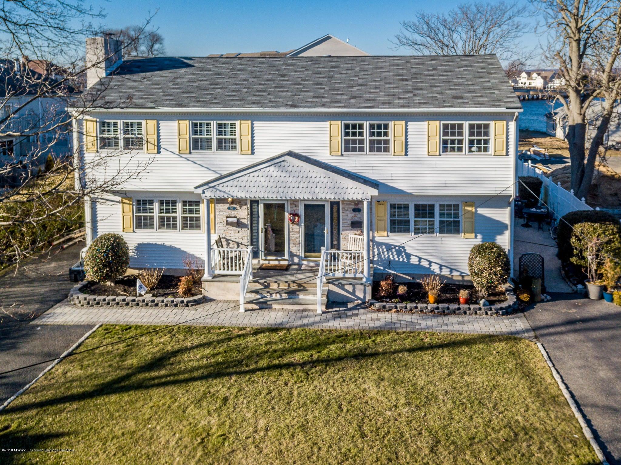 Maison multifamiliale pour l Vente à 191 Riddle Avenue 191 Riddle Avenue Long Branch, New Jersey 07740 États-Unis