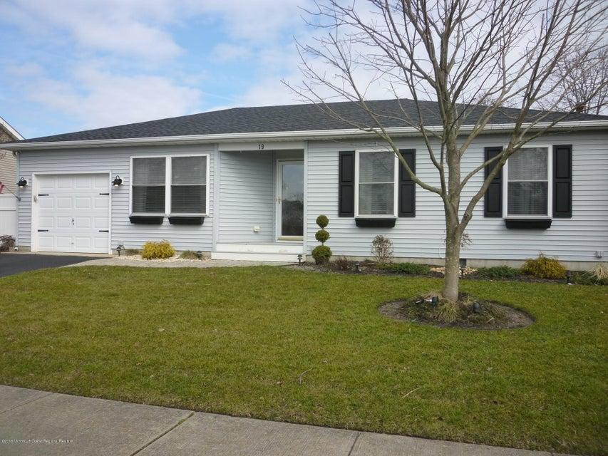 Casa Unifamiliar por un Alquiler en 19 Pohatcong Avenue 19 Pohatcong Avenue Waretown, Nueva Jersey 08758 Estados Unidos