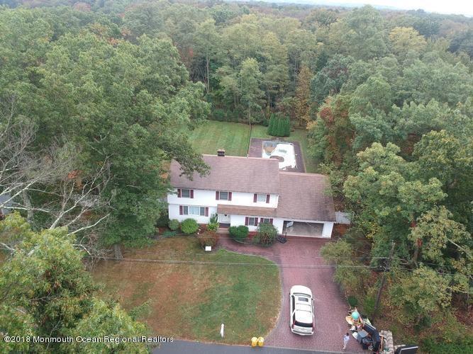 一戸建て のために 売買 アット 19 Miller Avenue 19 Miller Avenue East Brunswick Township, ニュージャージー 08816 アメリカ合衆国