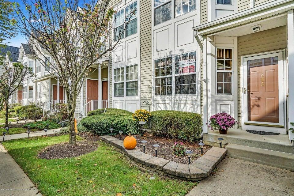 Maison unifamiliale pour l Vente à 1602 Blossom Circle 1602 Blossom Circle Dayton, New Jersey 08810 États-Unis