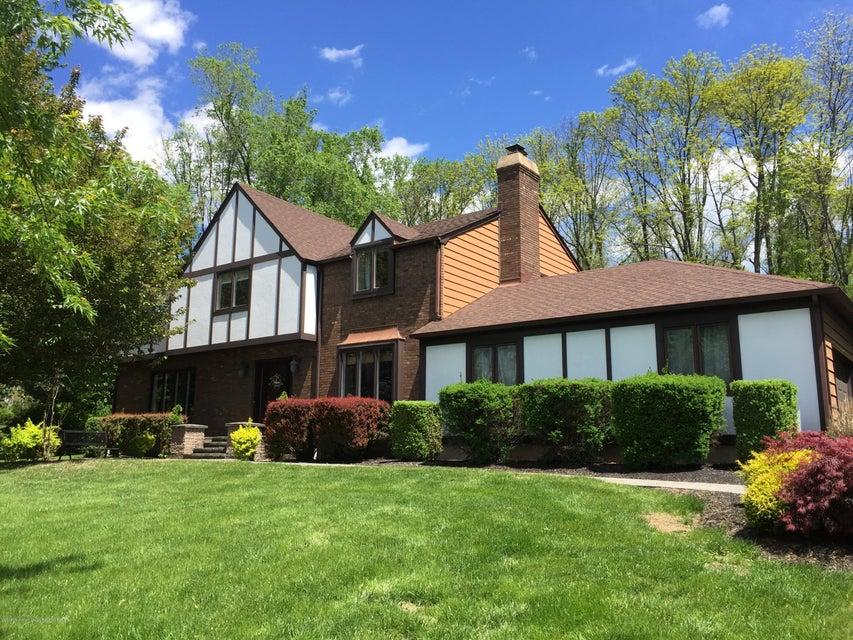 Casa para uma família para Venda às 8 Colonial Court 8 Colonial Court Clinton Township, Nova Jersey 08801 Estados Unidos