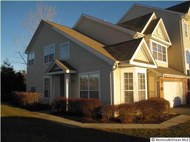 共管式独立产权公寓 为 出租 在 208 Hidden Lake Drive 208 Hidden Lake Drive 摩根维尔, 新泽西州 07751 美国