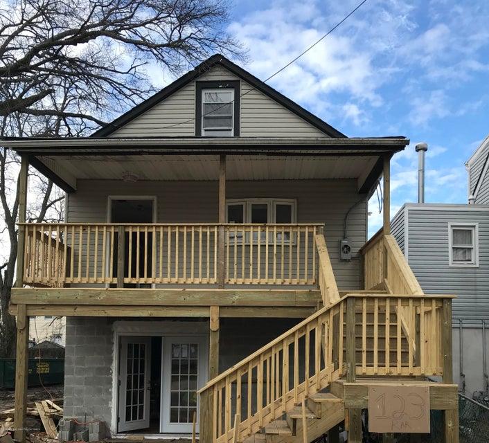 Single Family Home for Rent at 123 Raritan Avenue 123 Raritan Avenue Keansburg, New Jersey 07734 United States