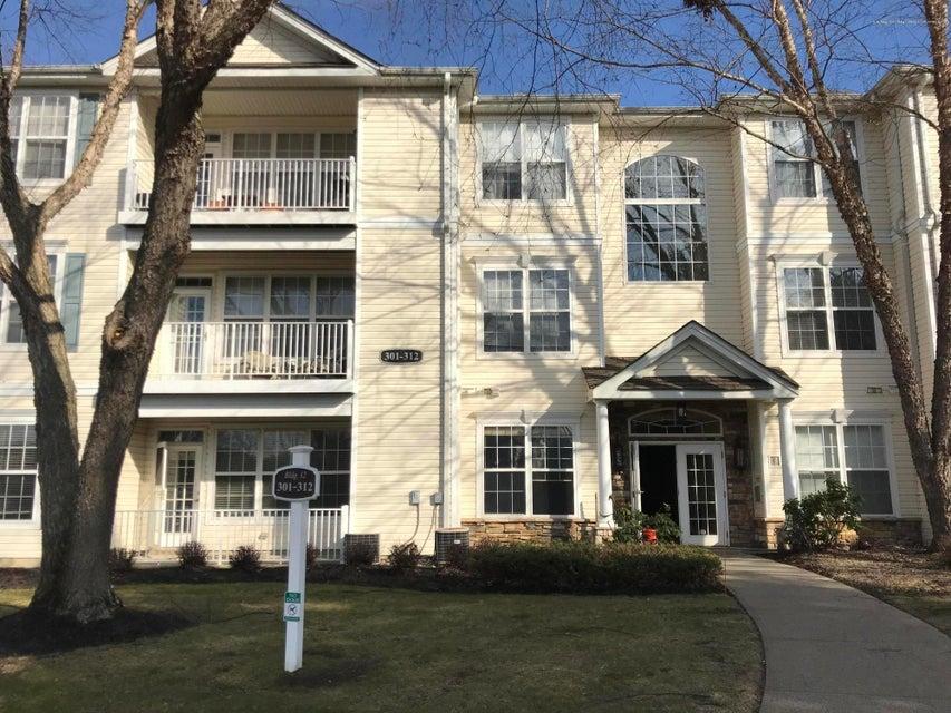 Appartement en copropriété pour l à louer à 301 St Andrews Place 301 St Andrews Place Manalapan, New Jersey 07726 États-Unis