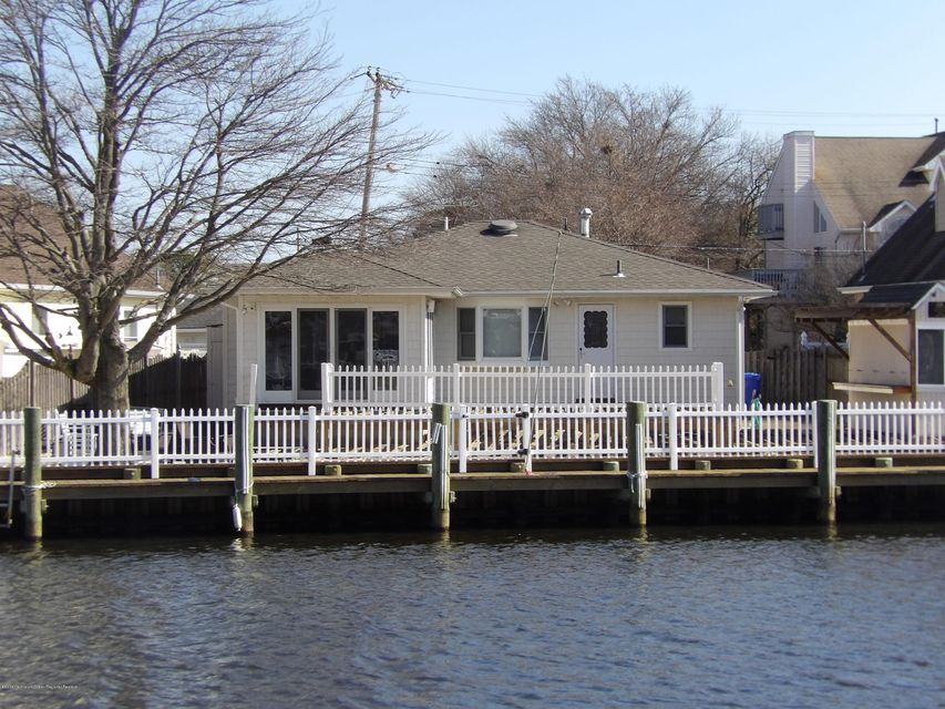 Single Family Home for Rent at 3162 Windsor Avenue 3162 Windsor Avenue Toms River, New Jersey 08753 United States