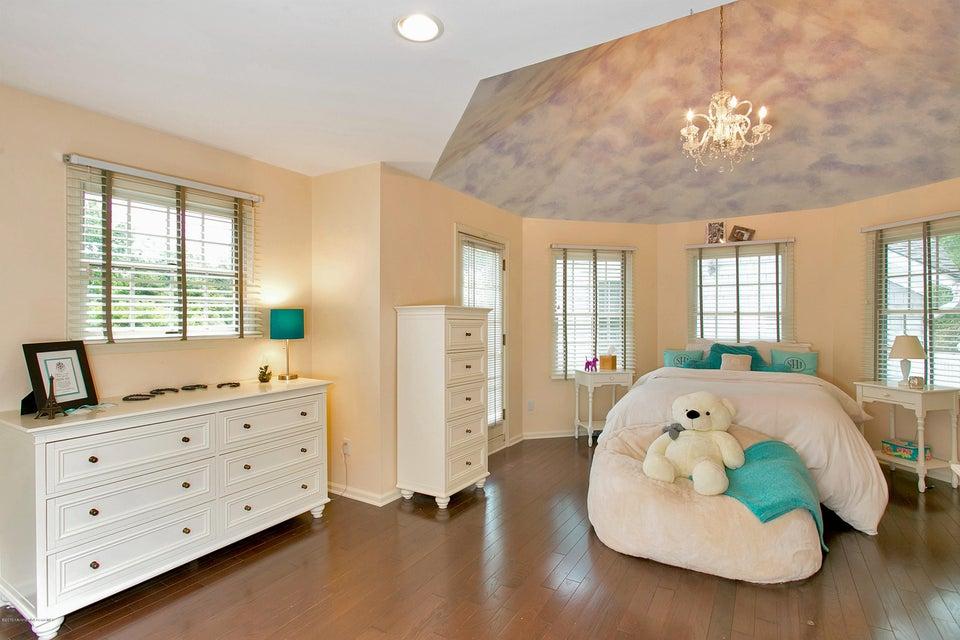 Upper Level En-suite Bedroom