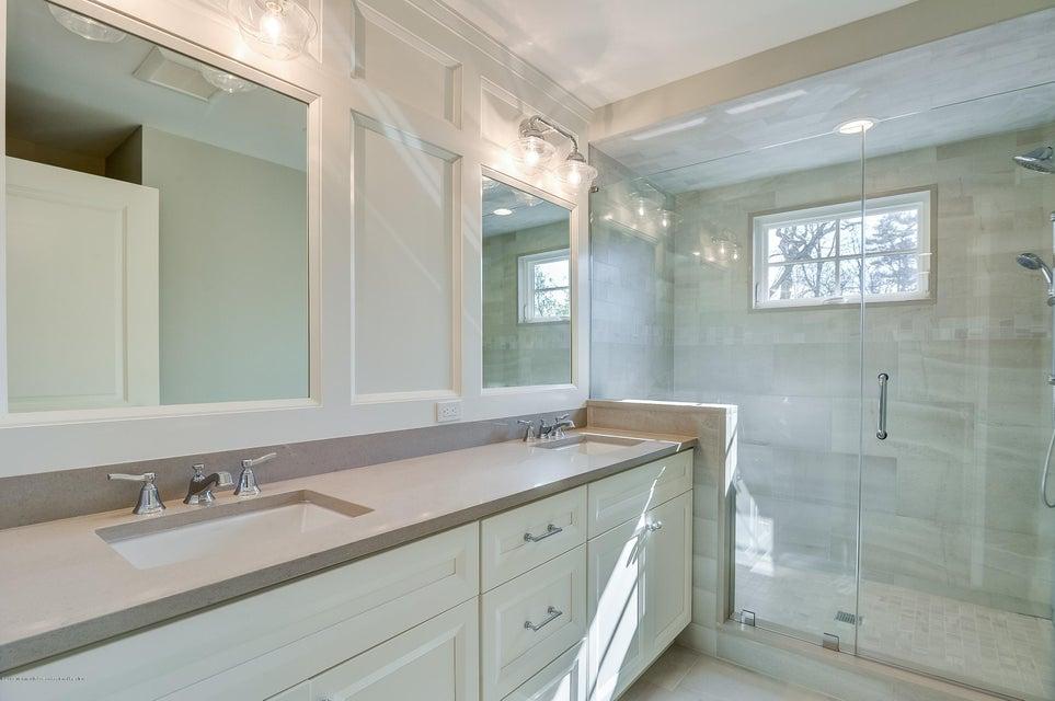 025_Main Bath