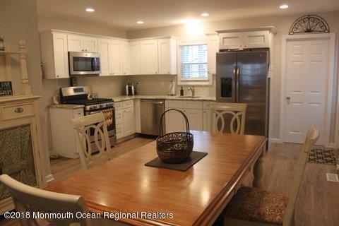 Nhà ở nhiều gia đình vì Bán tại 606 Mccabe Avenue 606 Mccabe Avenue Bradley Beach, New Jersey 07720 Hoa Kỳ