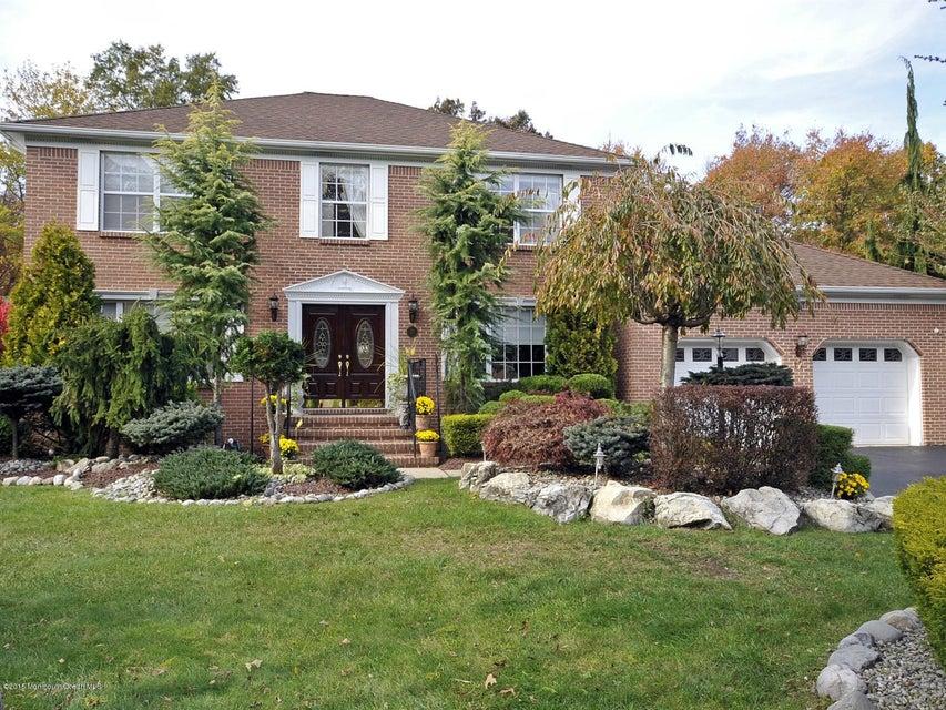 獨棟家庭住宅 為 出售 在 17 Crest Drive 17 Crest Drive Englishtown, 新澤西州 07726 美國