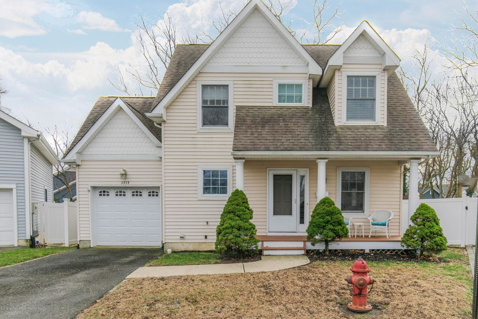 Single Family Home for Sale at 1715 Oak Terrace 1715 Oak Terrace Lake Como, New Jersey 07719 United States