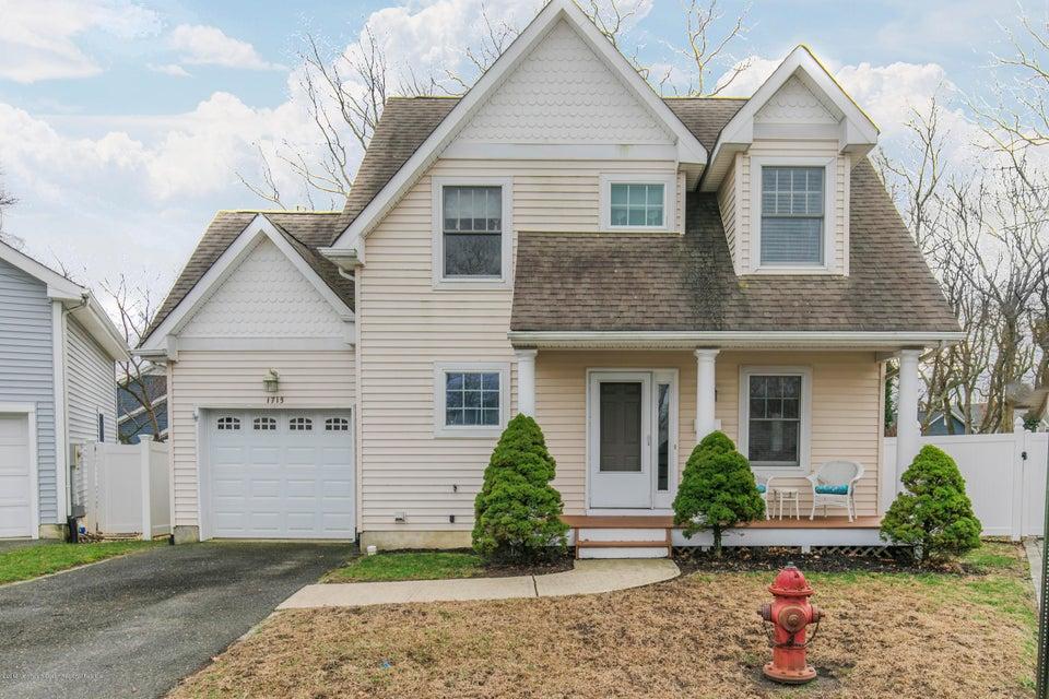 Nhà ở một gia đình vì Bán tại 1715 Oak Terrace 1715 Oak Terrace Lake Como, New Jersey 07719 Hoa Kỳ