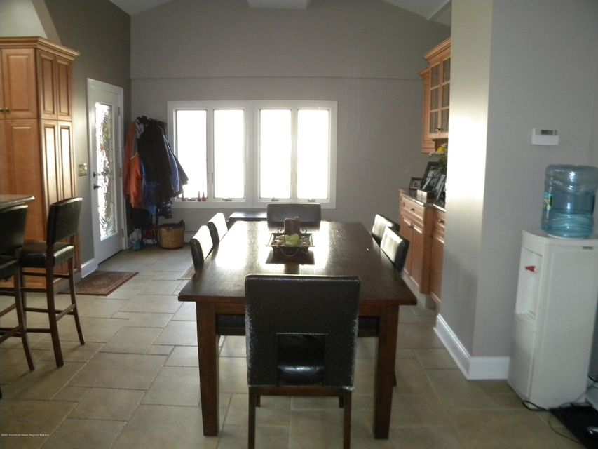 Additional photo for property listing at 305 Monmouth Road 305 Monmouth Road Freehold, Nova Jersey 07728 Estados Unidos