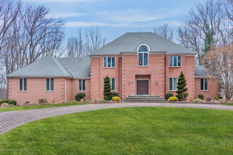 Частный односемейный дом для того Продажа на 16 Taylor Lake Court 16 Taylor Lake Court Manalapan, Нью-Джерси 07726 Соединенные Штаты