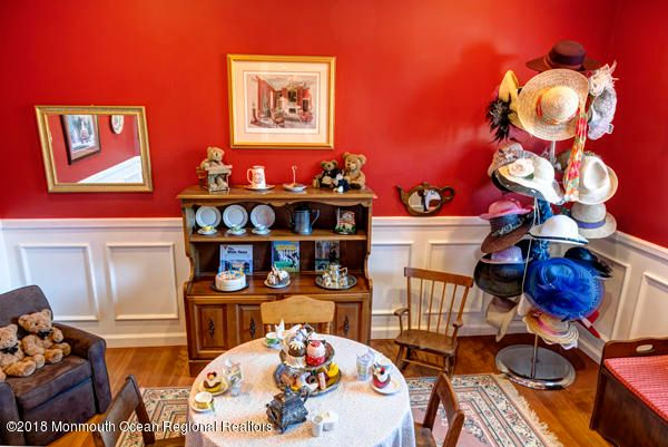Additional photo for property listing at 45 Monmouth Road 45 Monmouth Road Oakhurst, Nova Jersey 07755 Estados Unidos