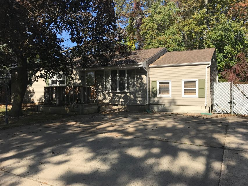 Single Family Home for Sale at 41 Lorraine Place 41 Lorraine Place North Middletown, New Jersey 07748 United States