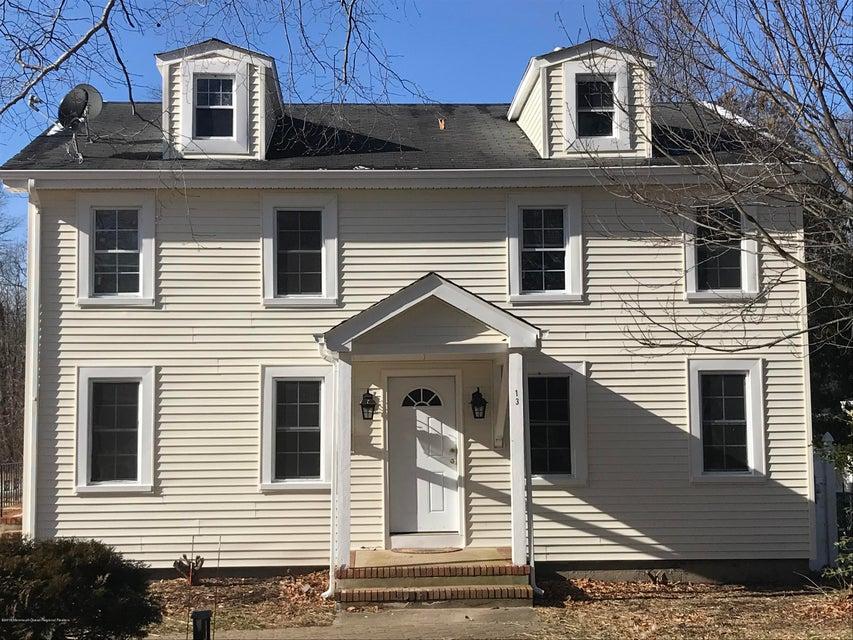 Casa Unifamiliar por un Alquiler en 13 Old Monmouth Road 13 Old Monmouth Road Freehold, Nueva Jersey 07728 Estados Unidos