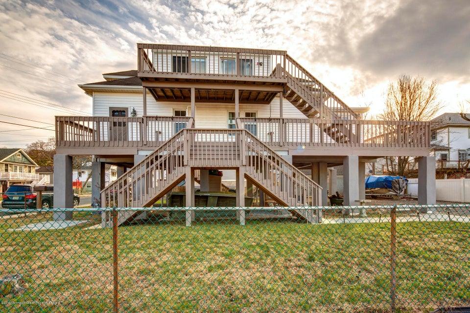 Single Family Home for Rent at 52 Washington Avenue 52 Washington Avenue Highlands, New Jersey 07732 United States