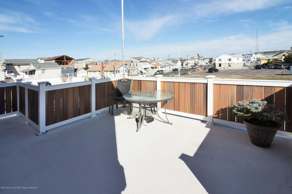 Additional photo for property listing at 570 Brielle Road 570 Brielle Road Manasquan, New Jersey 08736 États-Unis