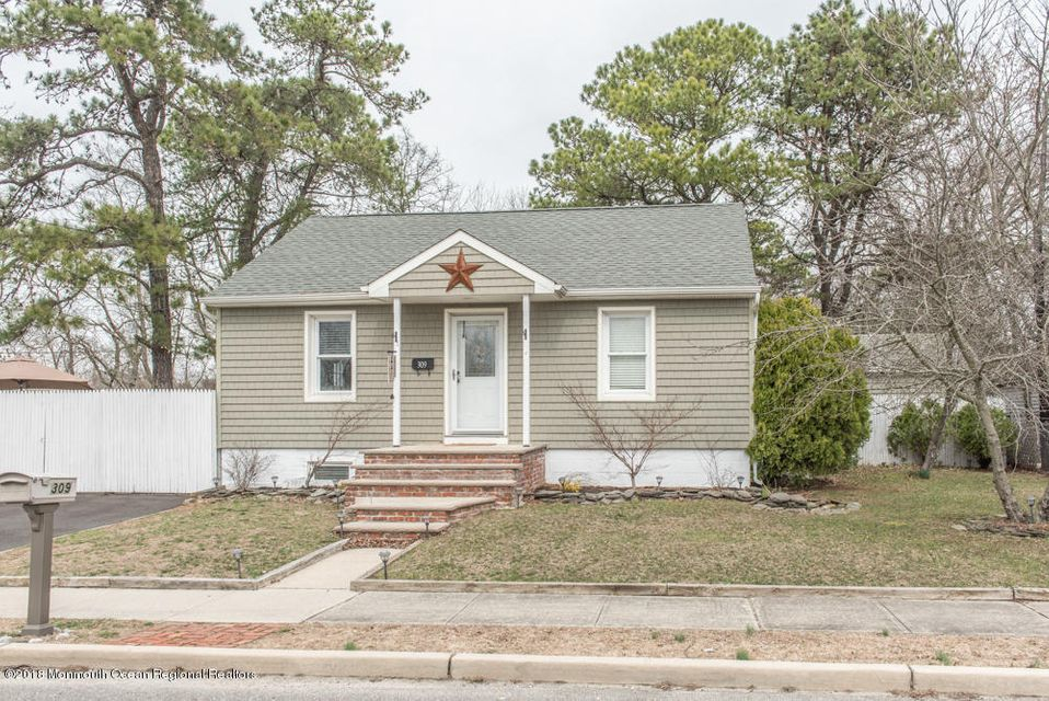 Single Family Home for Sale at 309 Manapaqua Avenue 309 Manapaqua Avenue Lakehurst, New Jersey 08733 United States