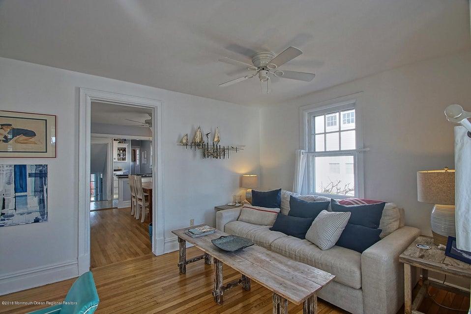Light-Bright living room
