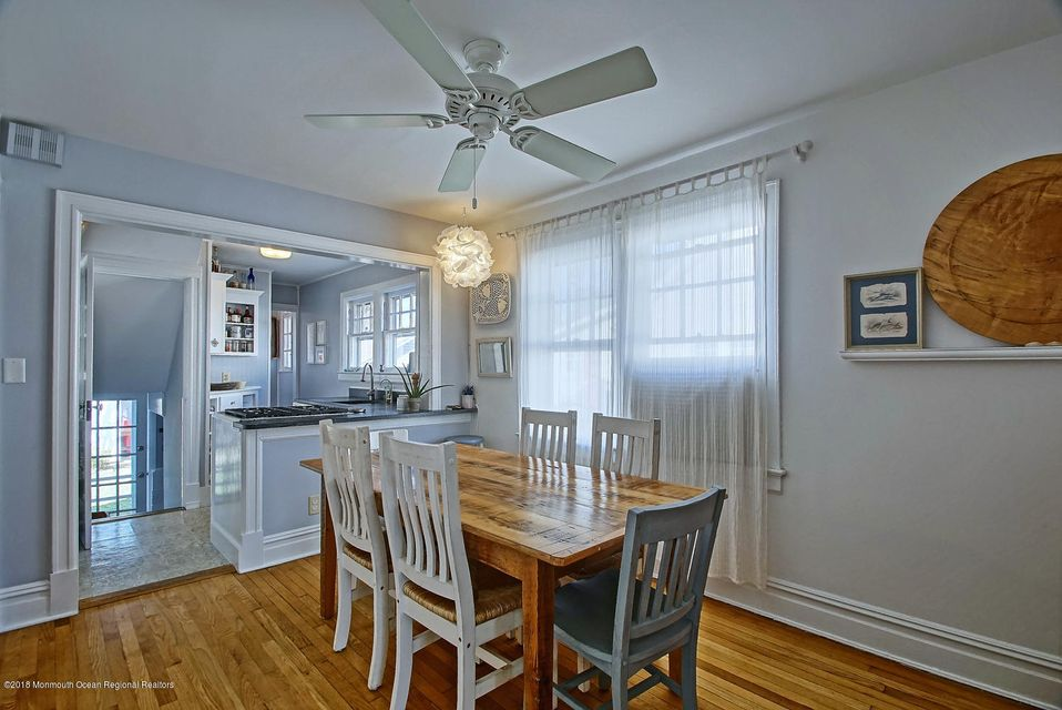 Comfy dining room with seating for 6