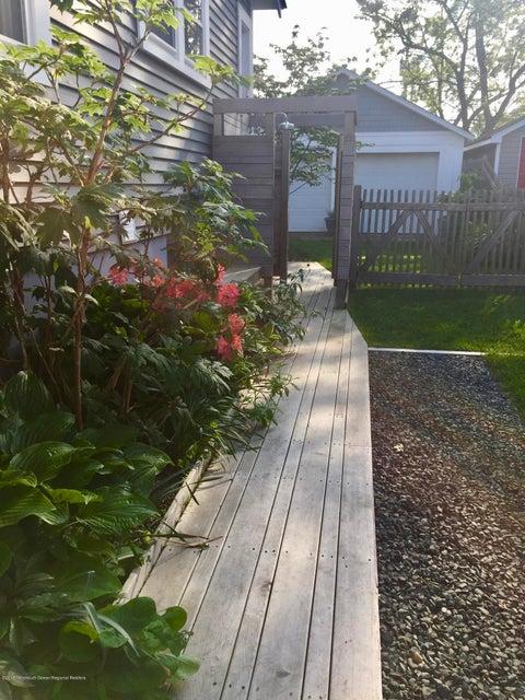 Mahogany boardwalk to outdoor showers