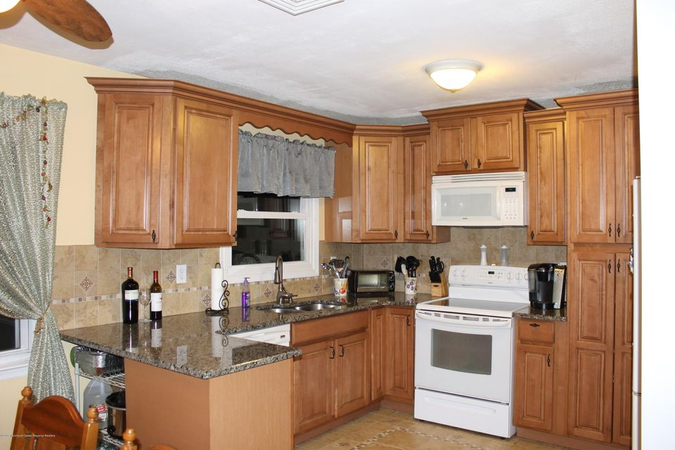 Additional photo for property listing at 2328 5th Avenue 2328 5th Avenue Toms River, 新澤西州 08753 美國