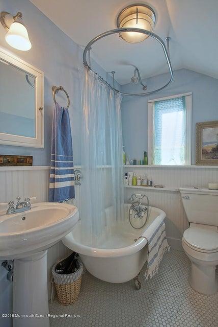 2nd floor full bath with clawfoot tub