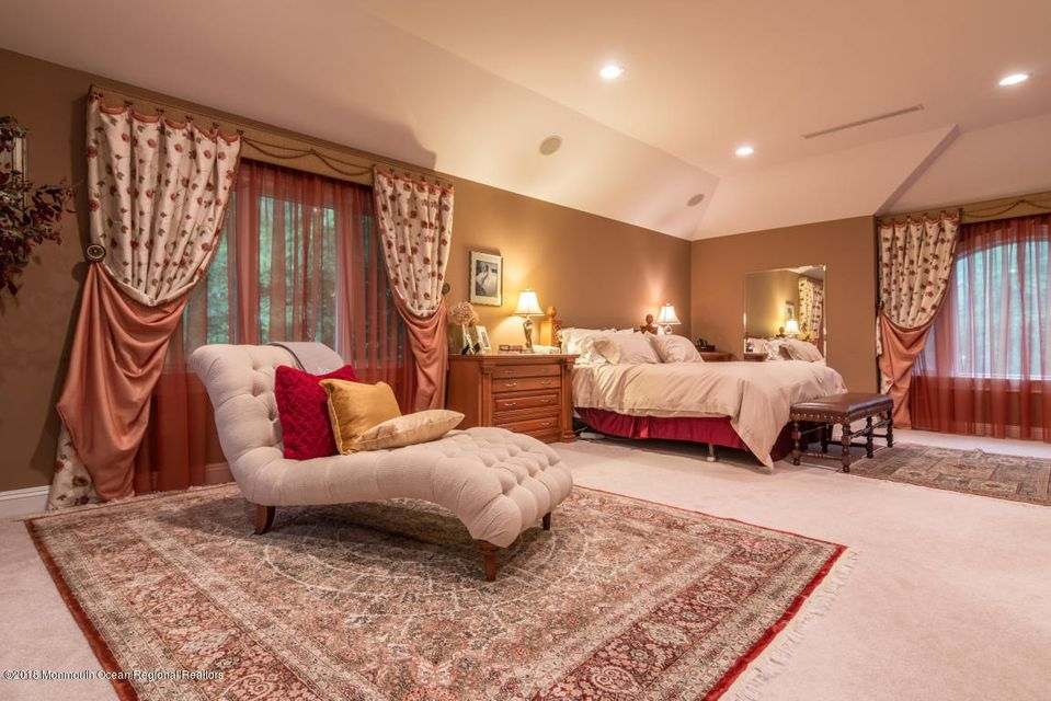Additional photo for property listing at 12 Palmetto Court 12 Palmetto Court Holmdel, Nova Jersey 07733 Estados Unidos