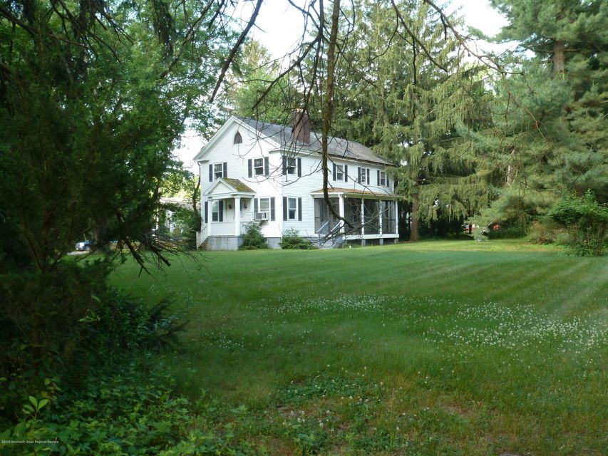 Colonial on 2.75 Acres