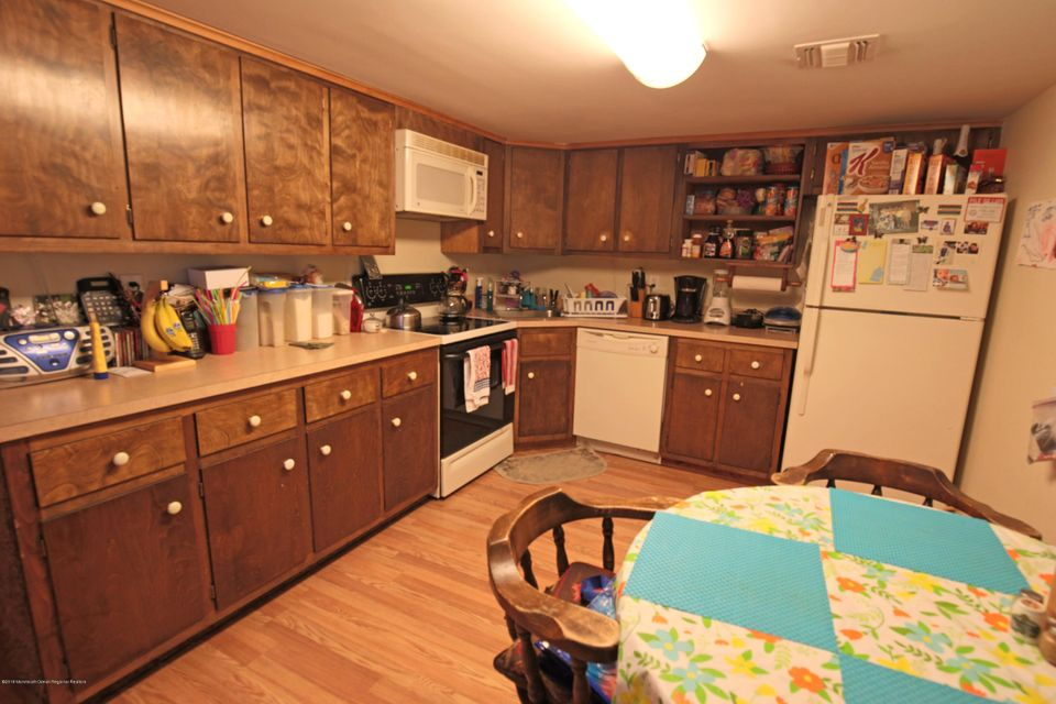 Additional photo for property listing at 45 Ainsworth Avenue 45 Ainsworth Avenue East Brunswick Township, New Jersey 08816 Vereinigte Staaten