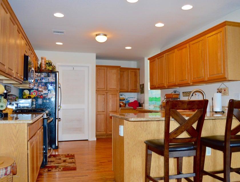 Additional photo for property listing at 601 Laurel Boulevard 601 Laurel Boulevard Lanoka Harbor, New Jersey 08734 États-Unis