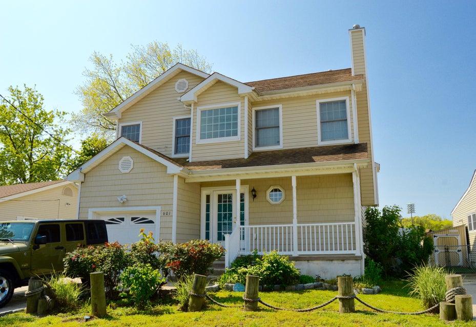 Maison unifamiliale pour l Vente à 601 Laurel Boulevard 601 Laurel Boulevard Lanoka Harbor, New Jersey 08734 États-Unis