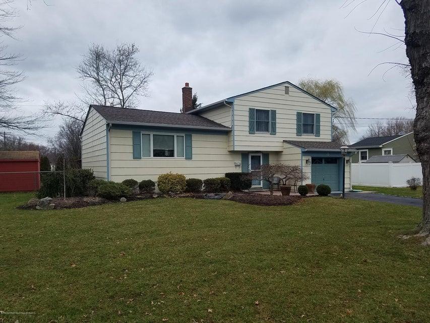 Maison unifamiliale pour l Vente à 601 Dogwood Terrace 601 Dogwood Terrace New Monmouth, New Jersey 07748 États-Unis