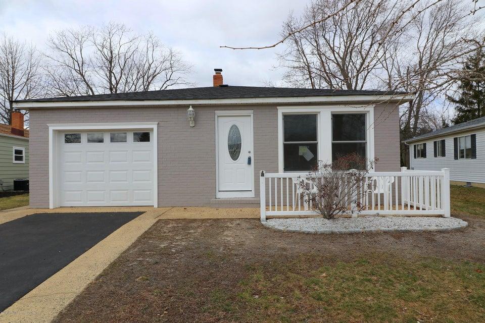 獨棟家庭住宅 為 出售 在 31 Corinth Place 31 Corinth Place Toms River, 新澤西州 08757 美國